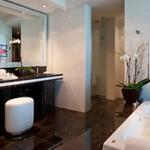 Hotel Beaux Arts bathroom