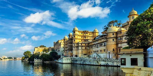Romantic India luxury tourism wallpaper  - Udaipur City Palace a